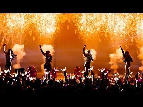 """CRUSH"" LIVE PERFORMANCE : 2NE1"