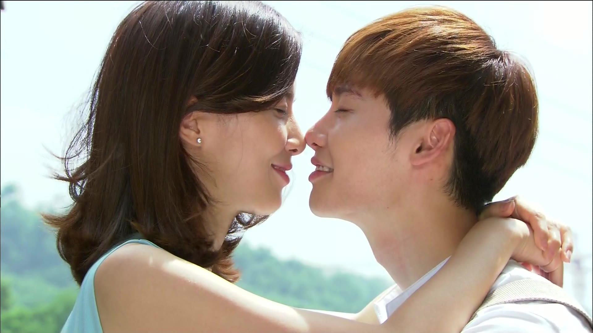 Soo Ha-Hye Seong Stair Kiss: I Hear Your Voice