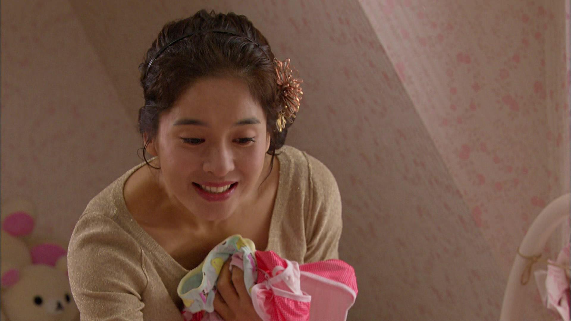 Seung Jo's Piggyback Ride to Ha Ni: Playful Kiss