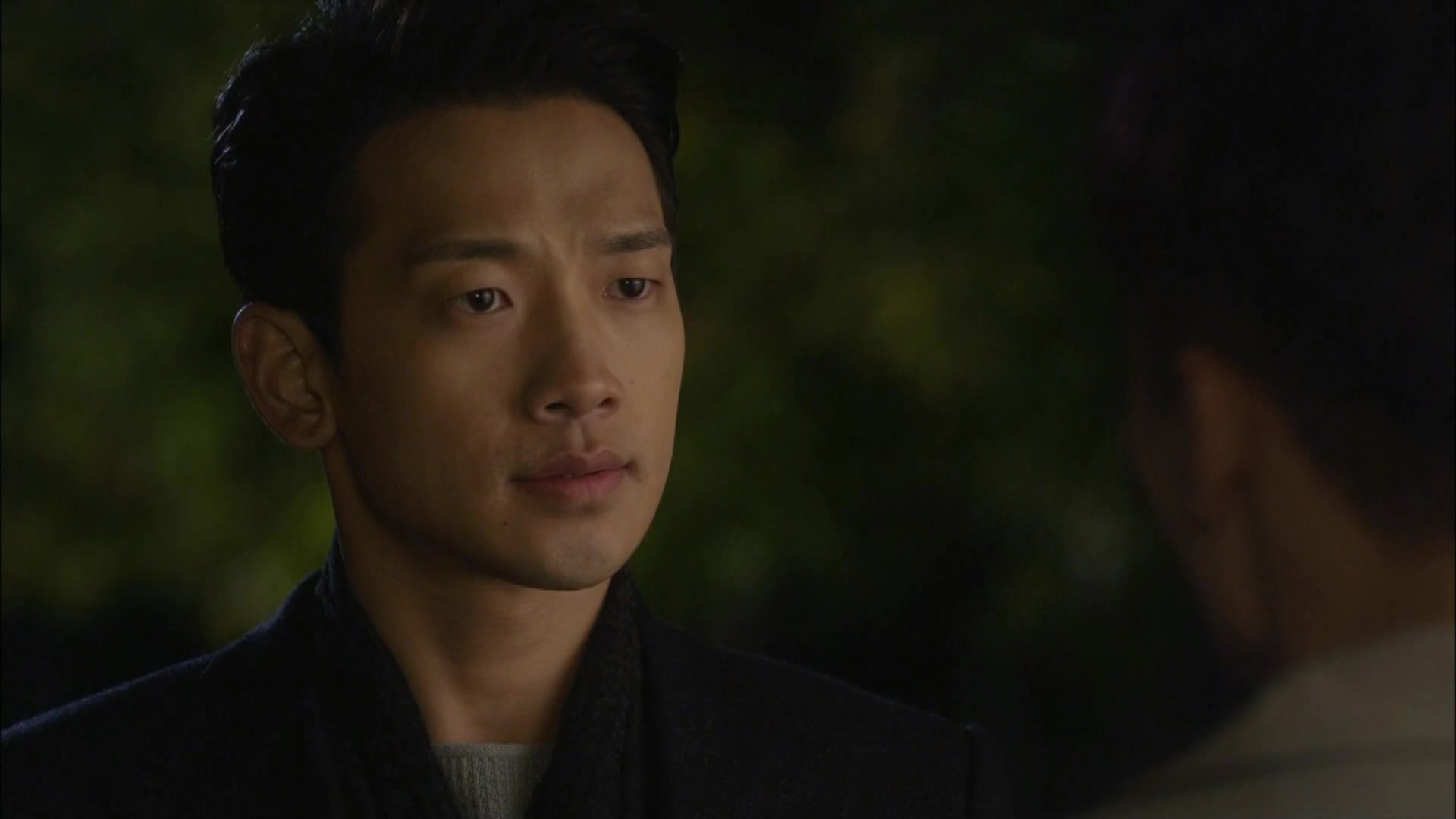 Hyun Wook Hugs Se Na at the Beach: She's So Lovable