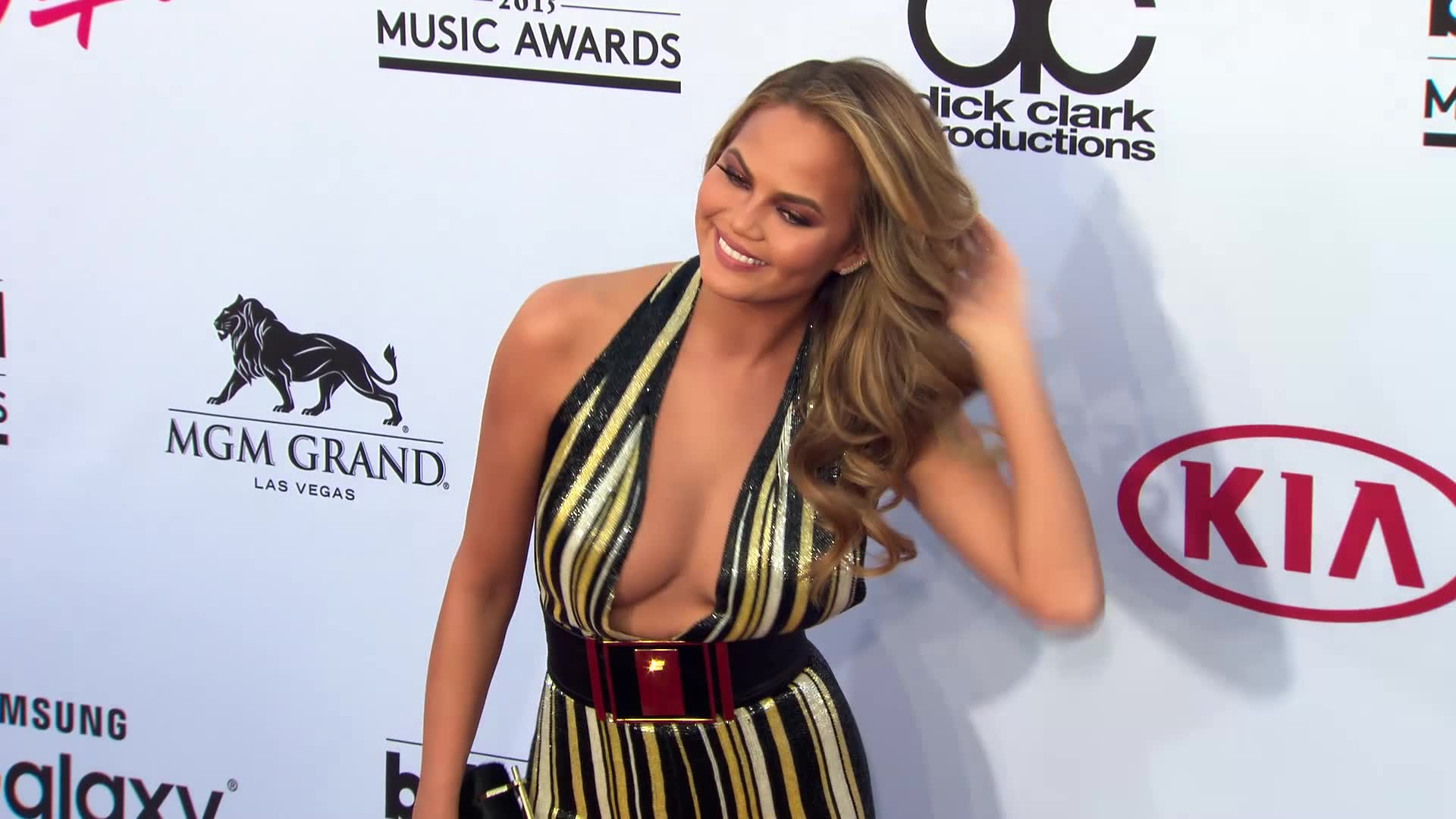 Chrissy Teigen Laughs Off Online Hater Who Claims a 'Baby Ruined Her Body'
