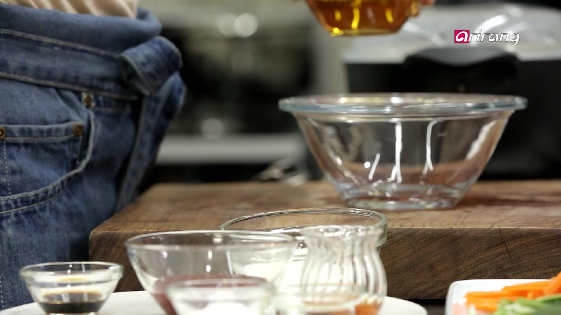 My Little Kitchen Season 2 Episode 8: Seaweed Soup, Mung Bean Pancake
