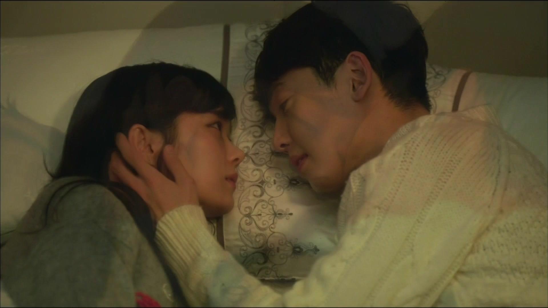 Mi Mo & Soo Hyuk's Tender Bed Scene!: One More Happy Ending