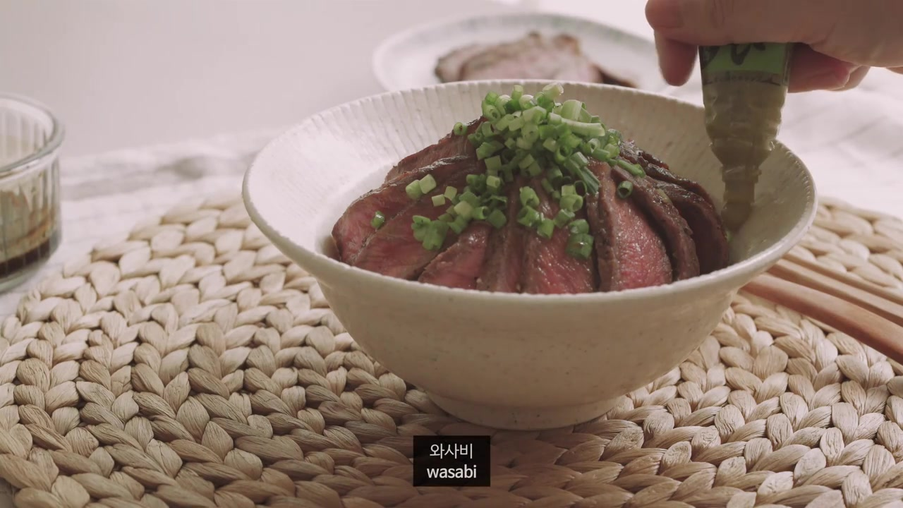 Honeykki Episode 13: Steak Rice Bowl (Steak Donburi)
