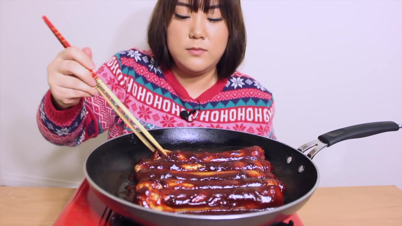 Angela Minji Kim Episode 4: Giant Spicy Rice Cake MUKBANG
