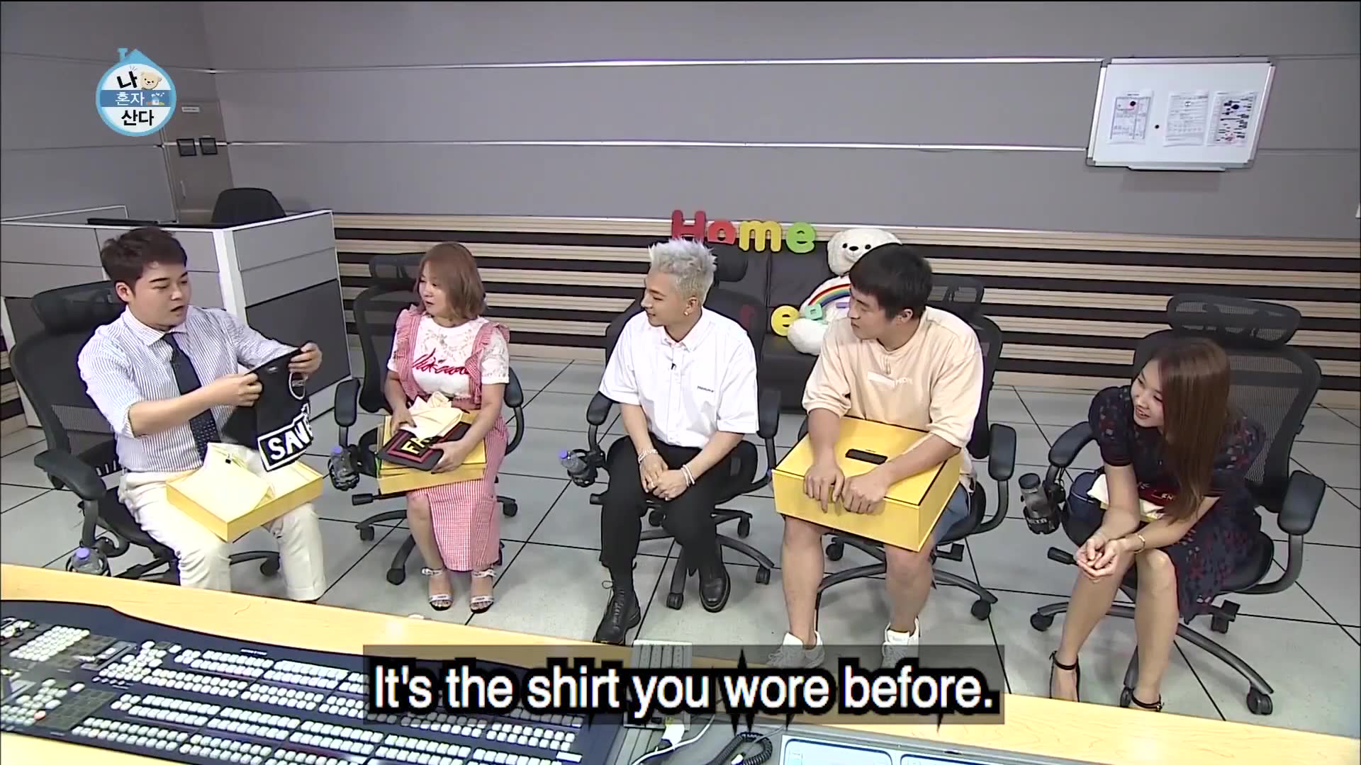 Episode 219 Clip 2 TaeYang's gifts for the hosts: Home Alone